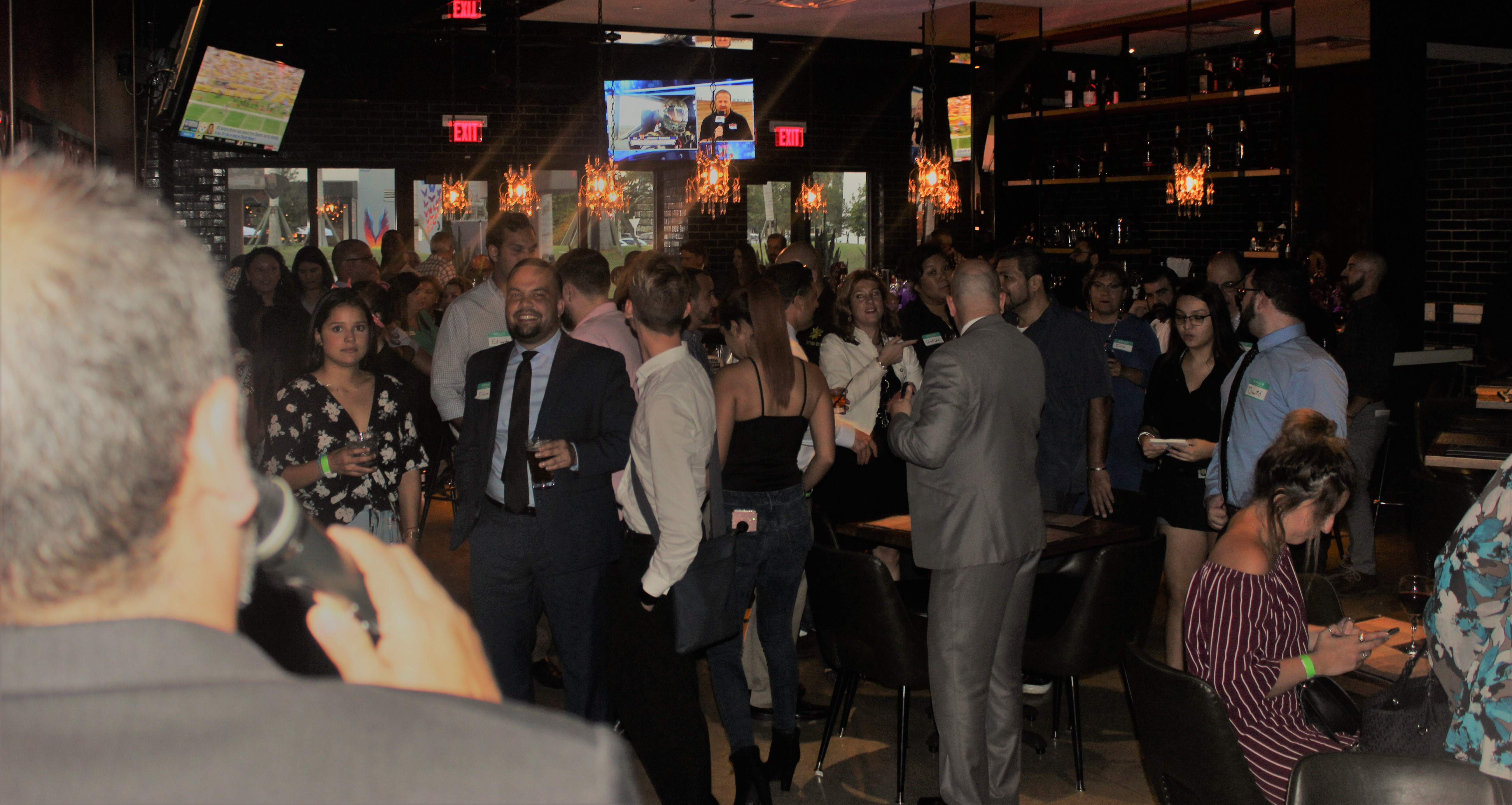 King's Bowl Business networking, people networking towards one another.